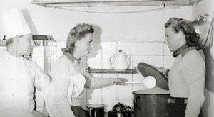 Aleksandra Zaprutko-Janicka, Dwudziestolecie od kuchni